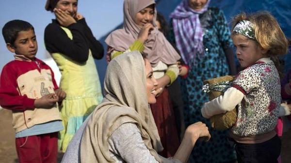 أنجلينا جولي تتبنى موسى.. سوري 51.jpg