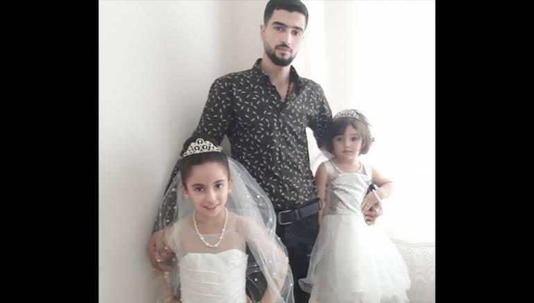 سوري أُبعد عن عائلته في اسطنبول ويعيش بمسجد بإدلب
